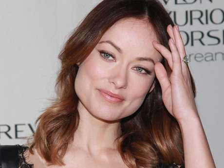 <p>Gorgeous actress Olivia Wilde has finally flashed the gorgeous sparkler she got from <em>Saturday Night Live</em> funnyman Jason Sudeikis.</p>
