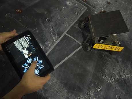<p>Rover, como é chamado o autômato, tem placa solar que captar energia para autonomia na Lua</p>