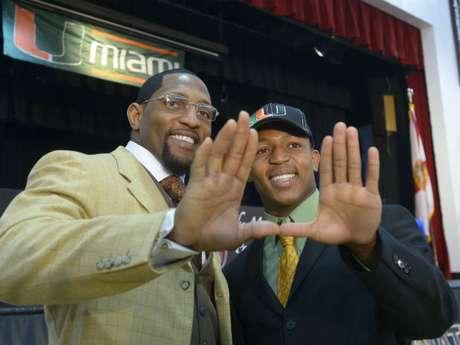 Ray Lewis (izquierda) ganó el domingo pasado su segundo anillo de Super Bowl.