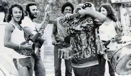 Família Macêdo, de Armandinho (à esq.), foi a responsável pela invenção da guitarra baiana