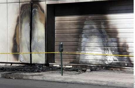 El 18 agosto del 2009, hombres que viajaban a bordo de una motocicleta dispararon contra la fachada de las instalaciones de El Siglo de Torreón y el 15 de noviembre del 2011, un grupo armado atacó durante la madrugada las instalaciones del periódico.