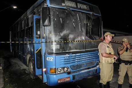 <p>Durante nova onda de violência, ônibus são queimados em Santa Catarina</p>