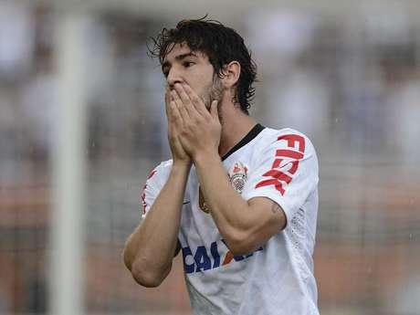 <p>Ney Franco afirmou que&nbsp;Alexandre Pato n&atilde;o sofre a mesma press&atilde;o que o meia Ganso</p>