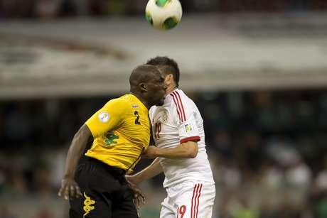 Este es el momento donde Oribe Peralta queda lesionado.