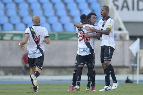 <p>Vasco abriu o placar após gol contra de Jean</p>