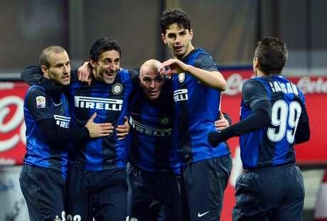Inter derrotó a Chievo y está a un punto de Lazio en la lucha por los primeros lugares de Serie A.