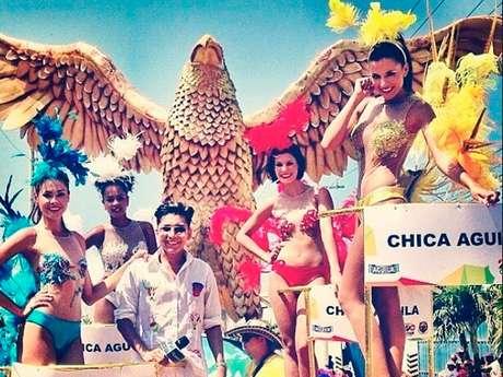 <p>Las Chicas Águila de Colombia's Next Top Model tuvieron su primer gran encuentro ante el público en la Batalla de Flores del Carnaval de Barranquilla. En la carroza de la marca bailaron, sonrieron y se dejaron tomar fotos de los asistentes.</p>