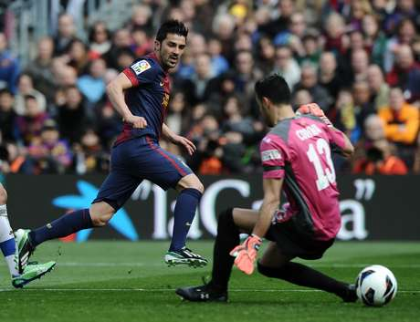 <p>Barcelona striker David Villa has been hospitalized with kidney stones.</p>