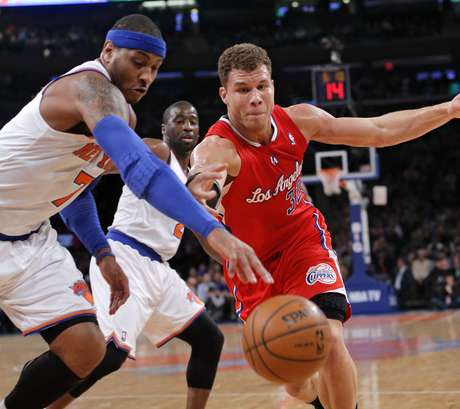 <p>New York Knicks forward Carmelo Anthony (7) and Los Angeles Clippers forward Blake Griffin (32) chase a loose ball in the first quarter of their NBA basketball game at Madison Square Garden in New York, February 10, 2013.</p>