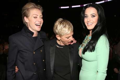 <p>La reconocida presentadora de televisión Ellen DeGeneres no puede quitar la mirada del provocativo escote que lució Katy Perry en la edición 55 del Grammy, llevada a cabo el 10 de febrero desde el Staples Center de Los Ángeles.</p>