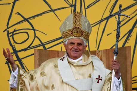 Bento XVI reza missa em Aparecida (SP) durante sua única visita ao Brasil, em 13 de maio de 2007