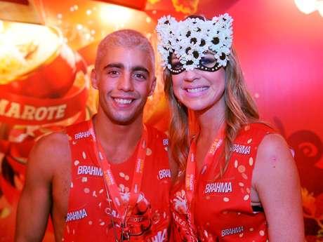 <p>Luana Piovani e Pedro Scooby se casam em julho</p>