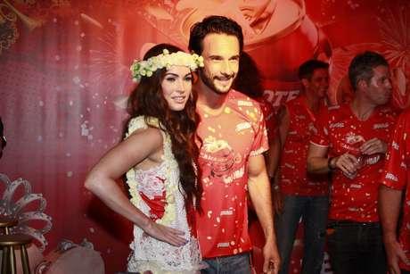 <p>Rodrigo Santoro exiplicouà atriz americana Megan Fox como é o Carnaval brasileiro</p>