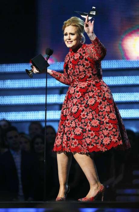 """<p>Adele ganhou o Grammy de Melhor Performance Solo por 'Set Fire To The Rain'<span style=""""color: rgb(0, 0, 0); font-family: verdana, geneva, arial, helvetica, sans-serif; font-size: xx-small; line-height: normal;"""">na 55ª edição do Grammy Awards, realizado na noite deste domingo (10), em Los Angeles, nos Estados Unidos</span></p>"""