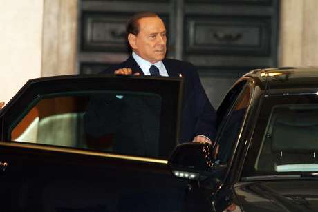 <p>The pope's decision also dominated Berlusconi's own media empire on Tuesday.</p>