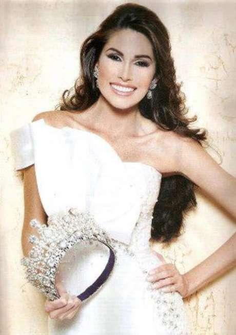 <p>Esta joven de 24 años de edad se prepara intensamente para lograr la séptima corona de este certamen de belleza para su país, cuyo último título fue en 2009 con Stefanía Fernández.</p>