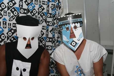 Russo Passapusso e Robertinho Barreto apresentam as máscaras do Baiana System