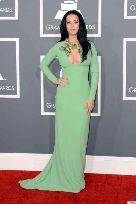 <p>Katy Perry es una de las mujeres más bellas de Hollywood hoy por hoy, tiene un rostro hermoso y un cuerpo de ensueño. Recientemente la vimos en la alfombra roja de los Premios Grammy luciendo un revelador vestido color menta y aunque fue un tanto criticado, no cabe duda que tiene una hermosa silueta ¿Quieres saber cómo se cuida ésta súper estrella? Aquí te lo revelamos:</p>