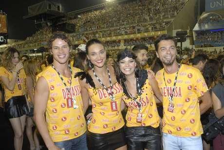 <p>Milena Toscano encontrou o casal D&eacute;bora Nascimento e Jos&eacute; Loreto no camarote</p>