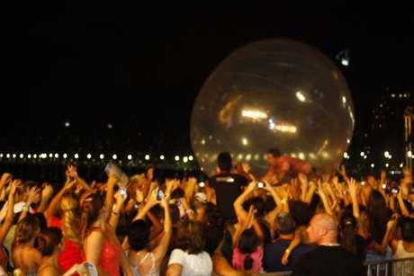 """<p>Sorocaba entrou em uma bolha de ar e """"flutuou"""" sobre o público</p>"""