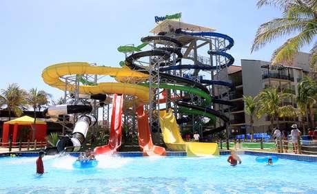 <p>Beach Park, em Fortaleza, atrai turistas o ano todo</p>