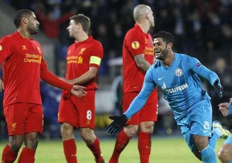 O brasileiro Hulk comemora após marcar gol pelo Zenit contra o Liverpool pela Liga Europa nesta quinta-feira.