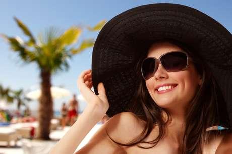 Por conta da alta incidência dos raios ultravioleta durante o verão, os  olhos precisam de 8557a26976