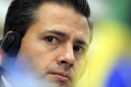 Mexico's President-elect Enrique Pena Nieto attends a media conference after a business meeting at the FIESP (Sao Paulo Industry Federation) in Sao Paulo September 19, 2012.
