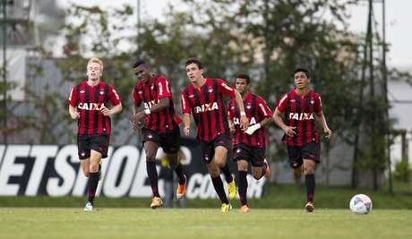 Atlético-PR quebrou série de três jogos sem vitória no Estadual