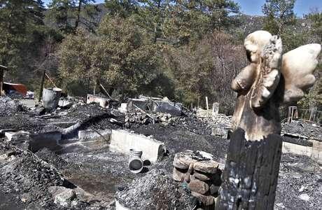<p>Esta foto del viernes 15 de febrero de 2013 muestra los restos de la cabaña incendiada donde murió el policía prófugo de Los Ángeles, Christopher Dorner.</p>