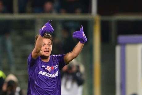 <p>Ljajic celebra uno de sus dos goles ante el Inter de Milán.</p>