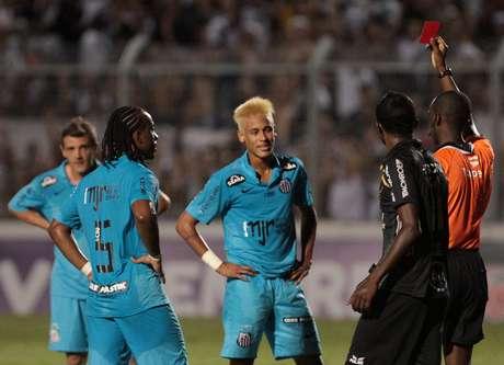 <p>Neymar foi expulso por confusão com Arthur</p>