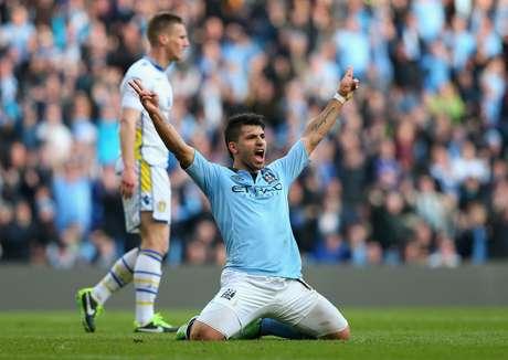 Agüero celebra su segundo gol ante el Leeds