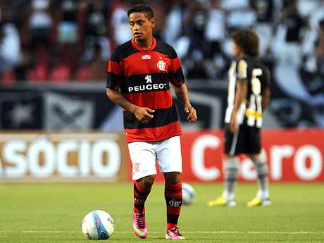 <p>Carlos Eduardo &eacute; o principal refor&ccedil;o do Flamengo para a temporada</p>