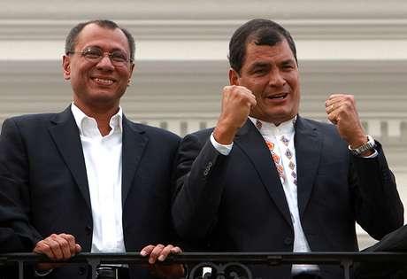 <p>Rafael Correaproclamó su arrasadora victoriaante miles de partidarios frente a la casa de gobierno en Quito.</p>