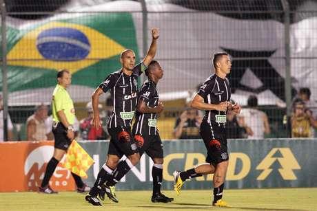Douglas fez o gol da vitória do Figueirense e ainda evitou o empate no final