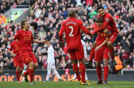 Capitão Steven Gerrard abriu o caminho para a goleada do Liverpool neste domingo