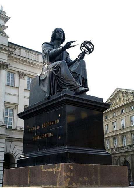Estátua de Nicolau Copérnico na Varsóvia