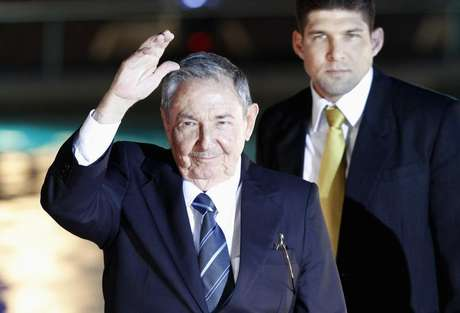 Cuba's President Raul Castro waves to the media before an official dinner at La Moneda Presidential Palace during the summit of the Community of Latin American and Caribbean States (CELAC) in Santiago, January 27, 2013.