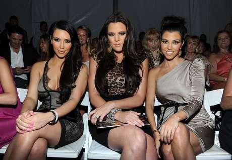 <p>Las hermanas <strong>Kardashian </strong>podrán tener distintos hombres en su vida cada cierto tiempo, pero lo que no cambia es la solidaridad entre ellas.</p>