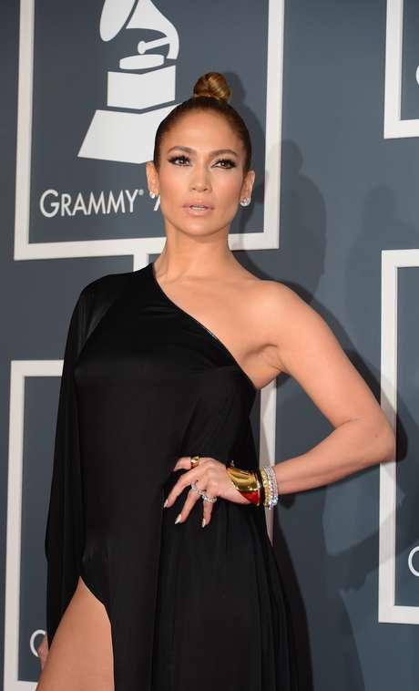 <p>Se contonea en el escenario como una Diosa del baile y tiene un cuerpazo que a muchos nos hace suspirar. Jennifer Lopez tiene 42 años y 'está en su punto'</p>