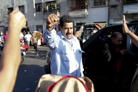 Venezuela's Vice President Nicolas Maduro greets supporters outside the military hospital after visiting President Hugo Chavez in Caracas February 18, 2013.