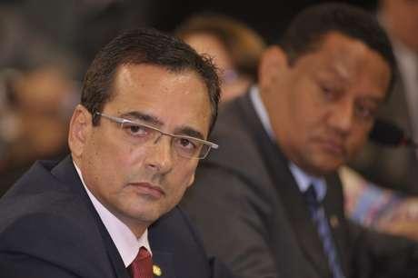 <p>Deputado Protógenes Queiroz afirma ter provas de que atentado matou Eduardo Campos</p>