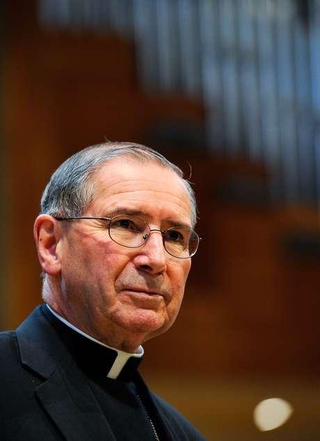 A participação de Roger Mahony no Conclave é alvo de críticas