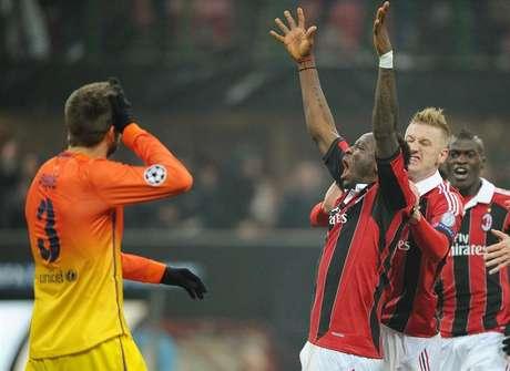 <p>Piqué lamenta el gol del Milan ante la celebración de Muntari</p>