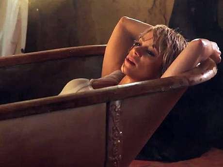 """<p>La fiebre de meterse con poca ropa en una tina contagió a Shakira en el material audiovisual del tema """"Addicted To You"""", estrenado con rotundo éxito en el 2012.</p>"""