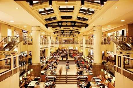 São Paulo conta com diversos shoppings que oferecem muitas opções de lazer, como lojas das principais marcas nacionais e internacionais e restaurantes de alta gastronomia