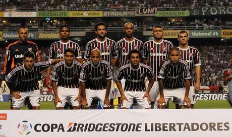 <p>Gremio goleó de visitante por 3-0 a Fluminense en duelo de clubes brasileños por el Grupo 8 de la Copa Libertadores de América 2013, disputado la noche del miércoles en el estadio Engenhao de Rio de Janeiro.</p>