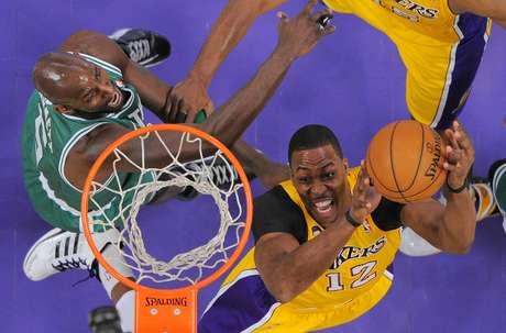 <p>Dwight Howardalcançou o double-double de 24 pontos e 12 rebotes em vitória sobre o Boston Celtics</p>