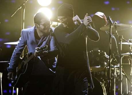 <p>Ricky Martin y Draco Rosa muestran la buena sintonía que aún existe entre ellos durante los ensayos de su próxima actuación.</p>